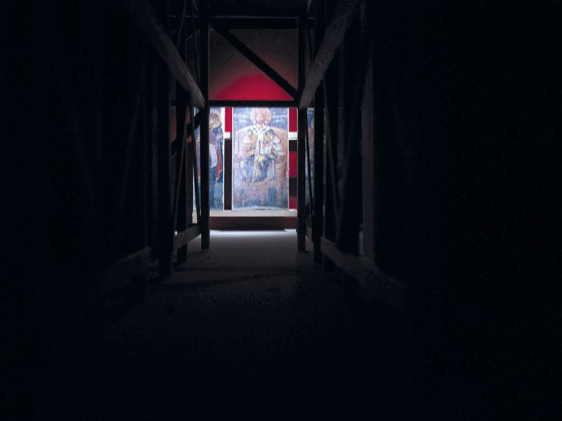 Studiu de lumină şi atmosferă în machetă. Sala mare şi schela