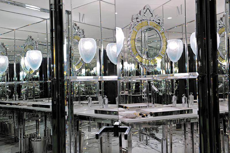 Philippe Starck. Amenajare Hotel Palazzina Grassi, Veneția, Italia, 2009.  Copyright  © Lucie Fayard. Sursa: http://www.starck.com/en/; http://www.palazzinag.com/;  Descriere Hotel Design sursa: http://press.designhotels.com/press/press_releases/palazzina_grassi:
