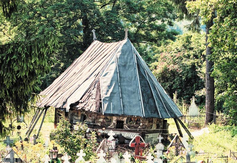 1 Biserica de lemn din Urși - vedere generală din 2009