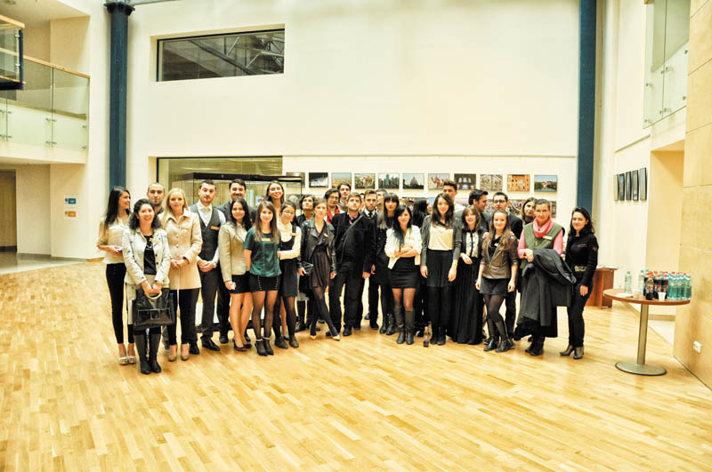 Echipa EFdeN, la lansarea oficială de la Biblioteca Naţională a României, 3 octombrie 2013
