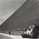 Arsenal de tanks Chrysler, vue du bâtiment d'assemblage, Warren Township, Michigan, Albert Kahn Associates arch., 1940-1942 © Photographie de Bill Hedrich/Chicago History Museum