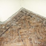 Imaginea 9 Parchetul din încăperea centrală a părţii vestice din parter, în luna iulie a anului 2002. Fotografie realizată de autoare.