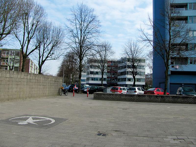Accesul principal în curtea şcolii (relaţia cu cartierul);