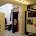 Articulaţia dintre hol şi sala de clasă (spaţiul prag, luminat zenital, parte a vieţii publice şi sociale în cadrul şcolii);