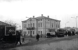 Fațada principală a farmaciei Gorghias-Semaca era accentuată prin fronton.