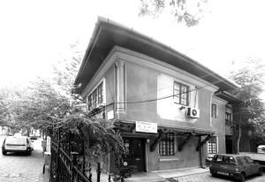 17. Henriette Delavrancea-Gibory (1894-1987) Vila Delavrancea-Gibory, Str. Mihai Eminescu 149 (1925)
