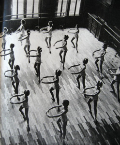 Școala medie de coregrafie în anii 1960.