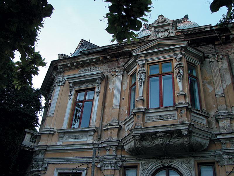 Fațadă către Bulevardul Lascăr Catargiu, înainte de restaurare