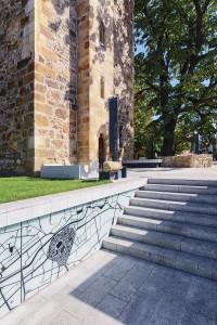 Panou amplasat în vecinătatea Turnului Ștefan și al punctului de informare ce prezintă localizarea Centrului istoric și al ansamblului reabilitat;
