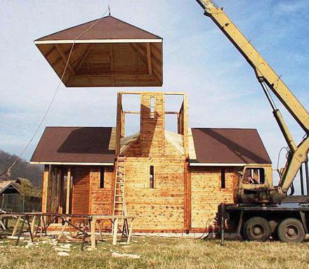 Biserică de lemn construită în 2003 de Fundația Habitat și Artă în România la Muzeul Satului Vâlcean, Bujoreni. Autori: sculptorul Alexandru Nancu și arh. Augustin Ioan © Augustin Ioan