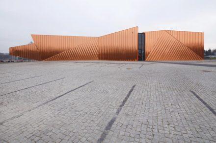 Muzeul Focului, fațada de vest și plan de situație | Museum of Fire, West façade and site plan  - © Tomasz Zakrzewski/ archifolio