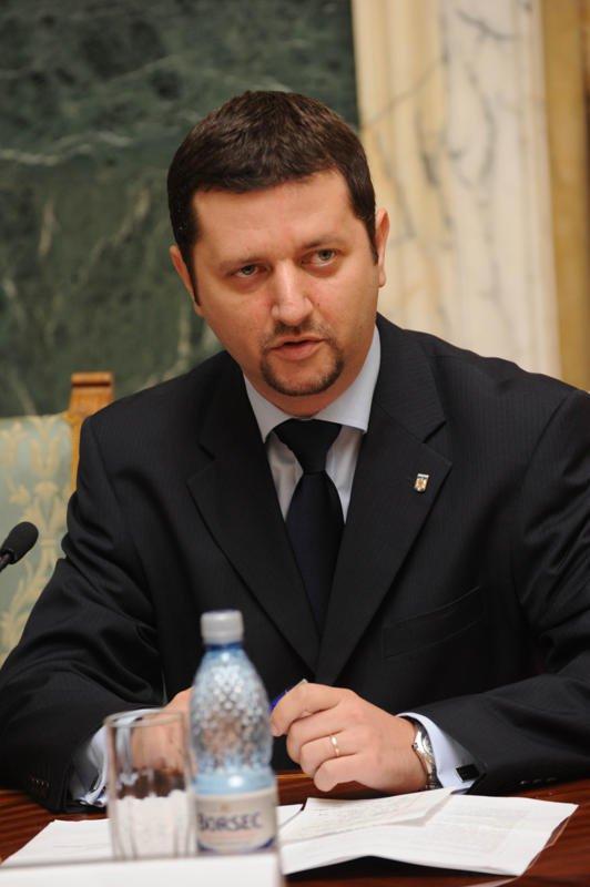 Călin Hințea (Decan al Facultatății de Științe Politice, Administrative și ale Comunicării)