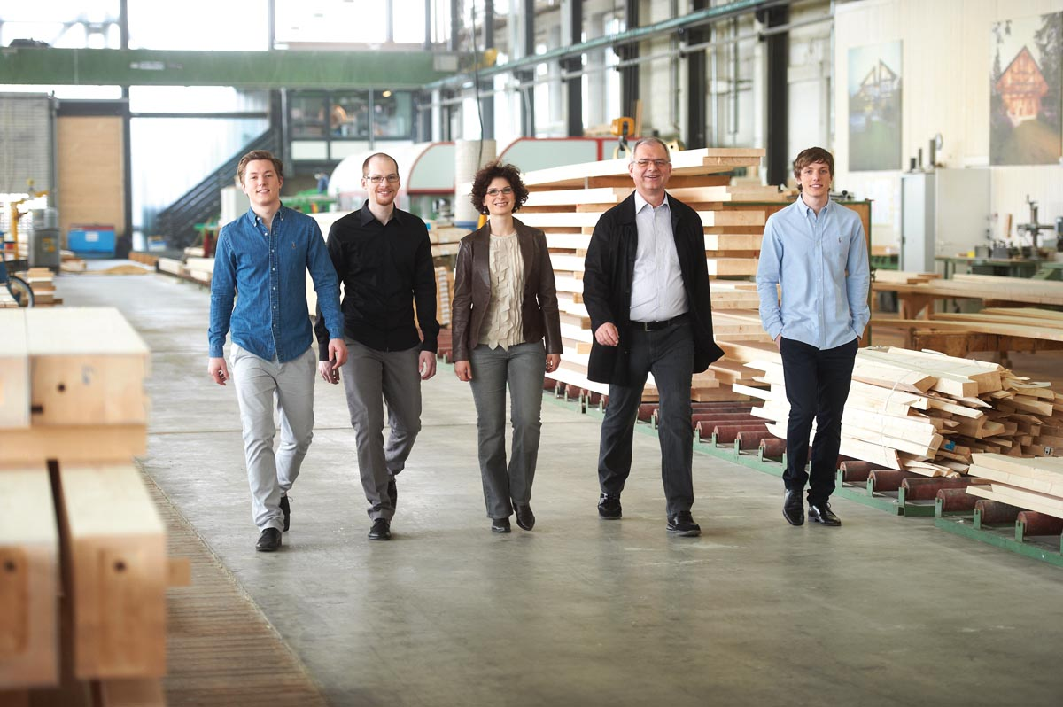 4-generation-huf_in-produktionshalle
