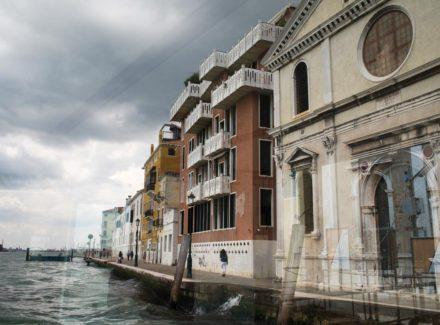 Casa alle Zattere văzută de pe vaporetto © Ana Amado