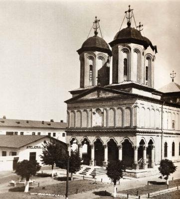 Biserica domnească, vederi din perioada interbelică, după albumul Un sfert de veac de la martiriul unui monument bucureştean: Mănăstirea Văcăreşti
