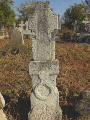 Fig. 27 Cruce de secol XIX cu motivul Mâinii şi Răstignire, cimitirul parohial Ştefăneşti, Călăraşi