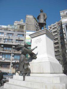 Refăcută de sculptorul Ioan Bolborea și reamplasată în 2011 pe bulevardul care îi poartă numele, la jumătatea distanței dintre Piața Romană și Piața Victoriei, inadecvat poziționată în stația de autobuz Povernei