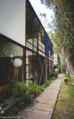 13 - Charles & Ray Eames: Locuința și atelierul, Pacific Palisades, 1945-1949 (Charles and ray eames house. Photography by Paolo Gamba. Licenced under CC BY 2.0 )