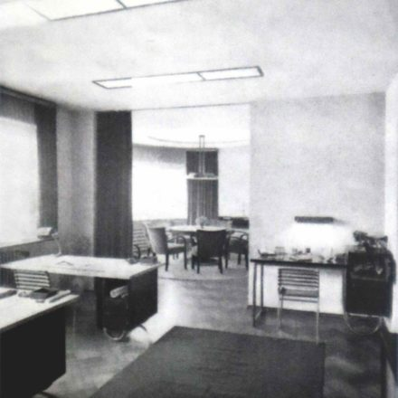 Fig. 11 - Fotografii interior 1936 (Viviendas, 5:45, martie 1936, p.74-77, în Gerardo Brown-Manrique, Rudolf Fränkel and Neues Bauen. Work in Germany, Romania and the United Kingdom,  Wasmuth, 2009, p. 48, 114)
