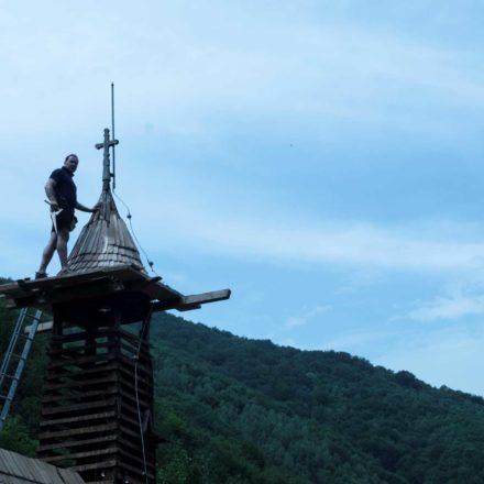 Intervenție în regim de urgență asupra bisericii de lemn din Vălari, comuna Toplița, județul Hunedoara