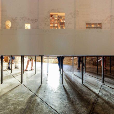 Hilariopolis, instalație din cadrul expoziției mari din Arsenale, Bienala de la Veneția 2016