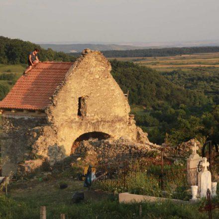 Realizarea protecției altarului la biserica medievală din Gârbova de Sus, județul Alba