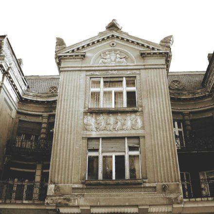 Casa Weiszlovits, 1910-1911, arhitect Frigyes Spiegel, Strada Republicii, nr. 15; detaliu rezalit central fațadă