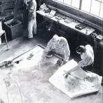 Une équipe de camoufleurs au travail au fort Belvoir Virginie, Etats-Unis. Illustration dans Modern camouflage de Robert P. Breckenridge