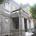 Imaginea 2 Locuinţa lui Spiru Haret, clădire ce s-a aflat până de curând în Bucureşti, pe strada General Gheorghe Manu, la numărul 7 - elevaţia de nord-vest, orientată spre domeniul public, în luna iulie a anului 2002. Fotografie realizată de autoare.