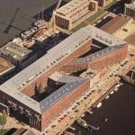 """""""Superblocul"""" propus de arhitecții Hans Kollhoff și Christian Rapp, în Levantkade 8, Amsterdam, în anul 1994"""