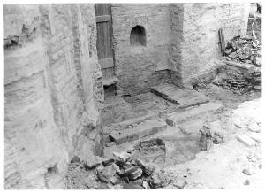 """Biserica """"Buna Vestire"""" – Curtea Veche în timpul lucrărilor de restaurare, fundațiile diaconiconului originar, foto arh. Horia Teodoru, 1928."""