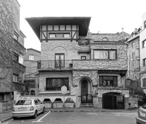 18. Tașcu și Maria Ciully Vila Ciully, Intrarea Eremia Grigorescu 9, construită de cei doi arhitecți în 1935, era și biroul lor