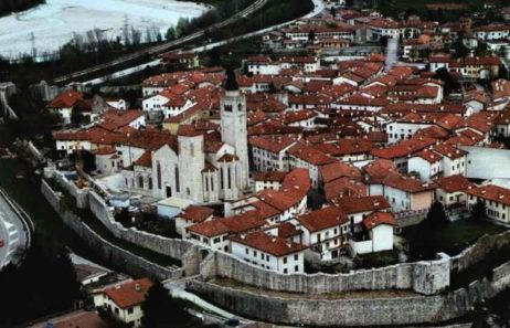 Fig 2b: Reconstrucţia prin anastiloză a centrului istoric al oraşului Venzone / Reconstruction by anastylosis of the historic core of the towns of Venzone