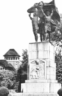 Monument to the Heroes of the Teachers' Corpus, raised in 1930 (sculptors Ion Jalea and Cornel Medrea, in collaboration with painter Arthur Verona) and pointlessly dismantled in 1940 to make place to the Monument of King Ferdinand I