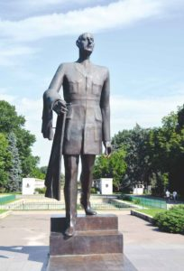 Statue of the general Charles de Gaulle, unveiled in 2006, located approximatively on the same place with the former statue of Stalin