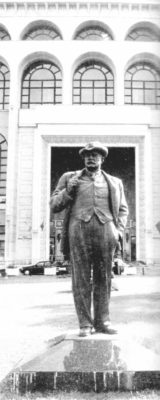 Statue of I. L. Caragiale, located in front of the National Theater in Bucharest between 2002 and 2006 and on the initial location. Sculptor: Constantin Baraschi.