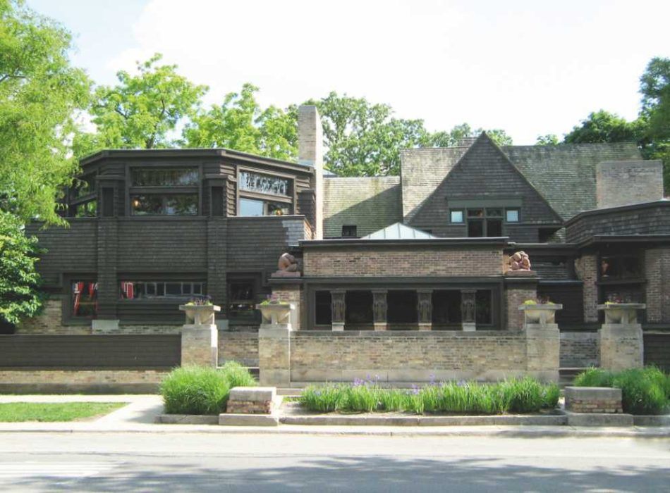 1 - Frank Lloyd Wright: Locuința și atelierul, Oak Park, Chicago, 1889-1895, vedere dinspre Chicago Avenue (Frank LLoyd Wright Studio Chicago Frontage. Photograph by Zol87 in June 2009. Licenced under CC BY 2.0. )