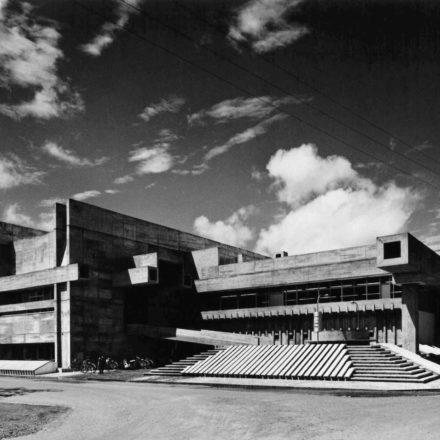 Õita Prefectural Library (1962-1966, Õita, Japonia) Foto: ©Yasuhiro Ishimoto