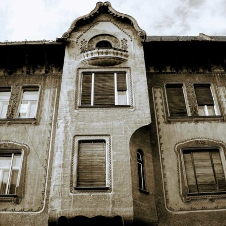 Palatul Stern, 1908-1909, arhitecți Marcell Komor şi Dezső Jakab, antreprenor Vilmos Rendes, Strada Republicii, nr.10-10A; detaliu bovindou