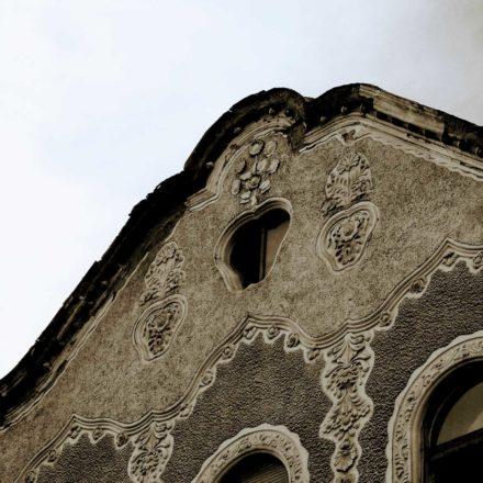 Palatul Adrojan II